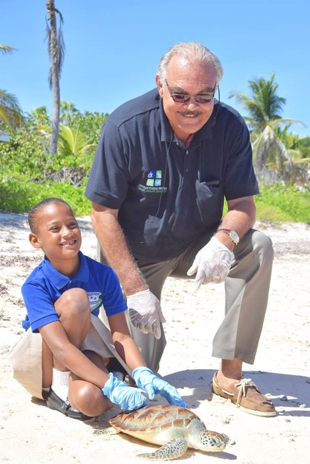 Children release Centre's turtles